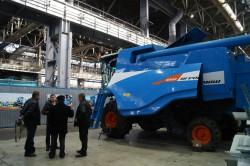 Представители сельхозпредприятий Самарской области посетили площадку сборки комбайнов и тракторов АГРОМАШ
