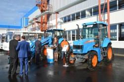 Федеральные министры и руководители приволжских регионов ознакомились с газомоторными тракторами АГРОМАШ