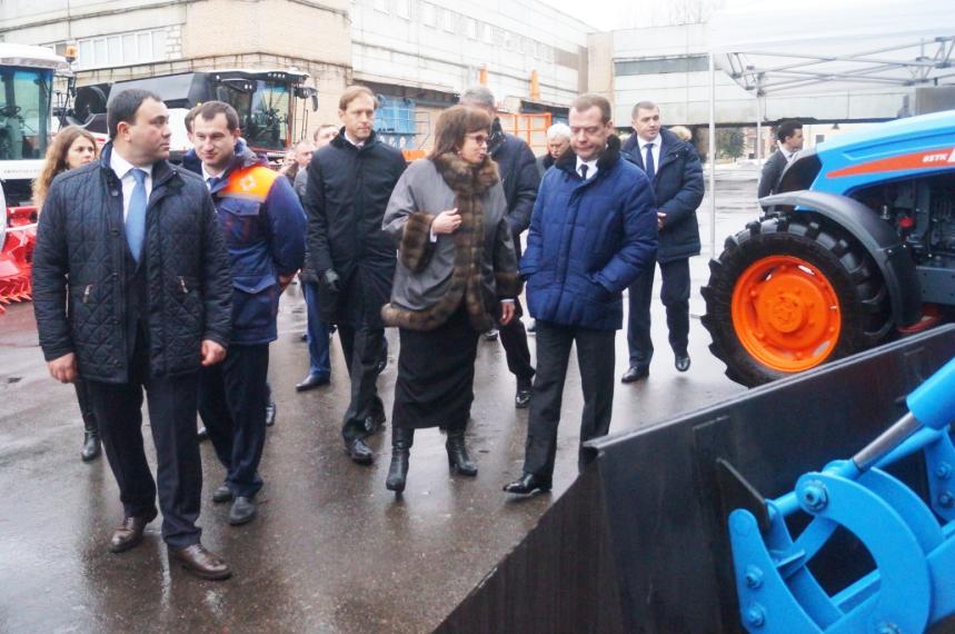 Председатель Правительства России Дмитрий МЕДВЕДЕВ ознакомился с техникой АГРОМАШ