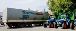 Фургоны с логотипом АГРОМАШ на заводе «САРЭКС» (г. Саранск), где производят колесные тракторы АГРОМАШ