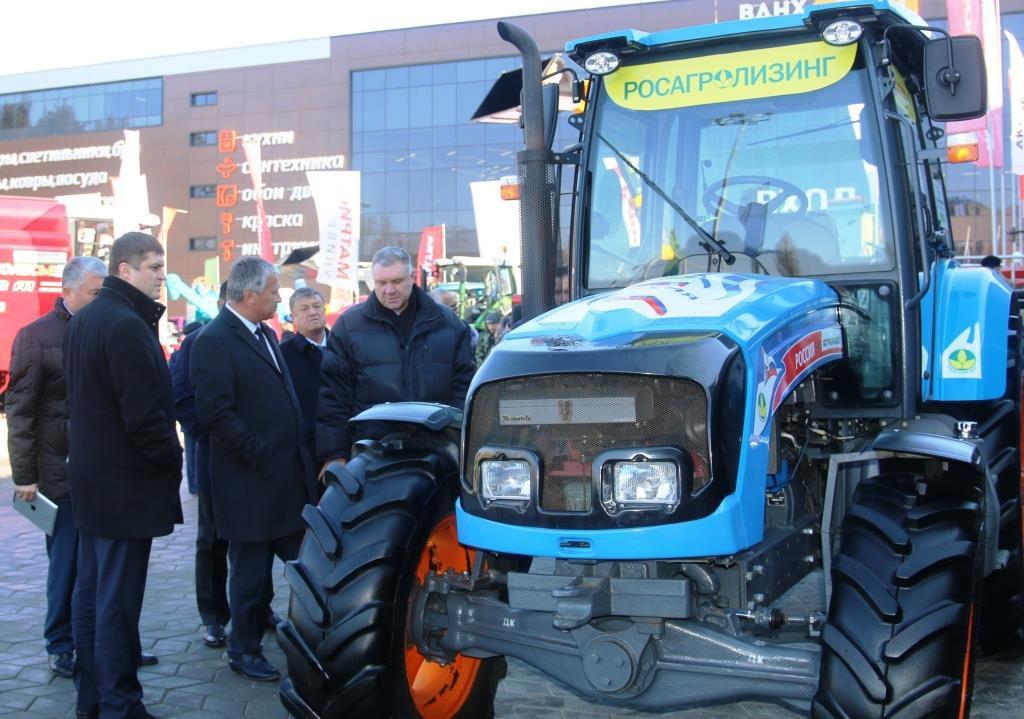 Узбекская делегация на выставке «АгроКомплекс-2017» заинтересовалась трактором АГРОМАШ 85ТК