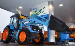 Машина коммунальная АГРОМАШ МК85ТК МЕТАН заправилась на крупнейшей в Европе АГНКС