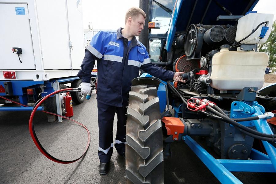 Трактор АГРОМАШ 60ТК МЕТАН первым заправился на передвижной автогазозаправочной станции на Кубани