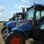 10 лучших пахарей России состязаются на тракторах АГРОМАШ 85ТК в Суздале