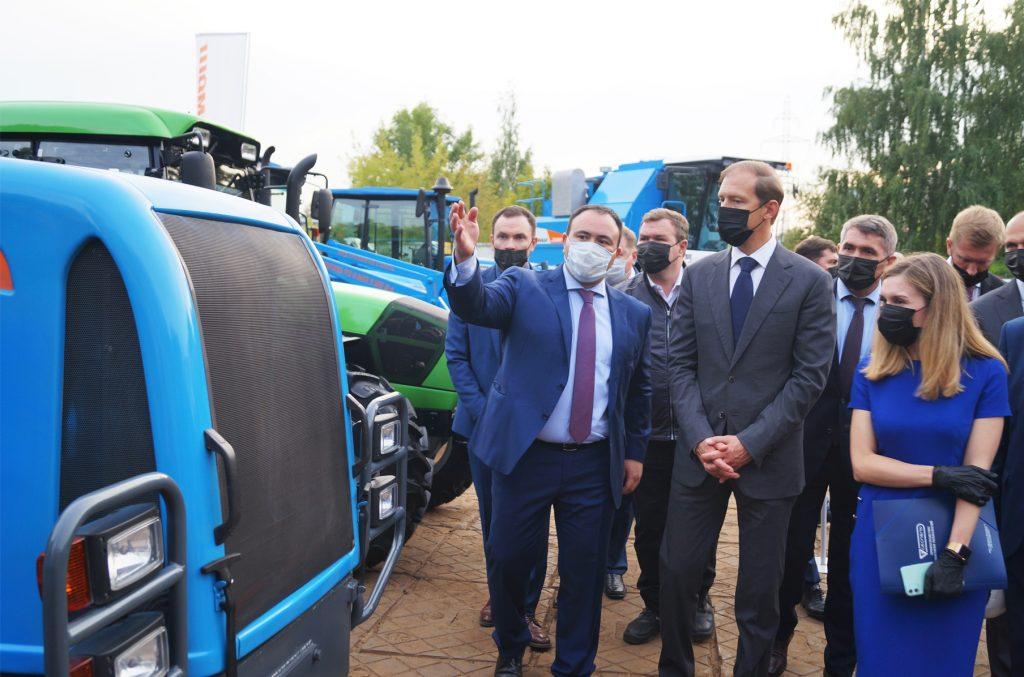 Денис Мантуров лично протестировал технику «Тракторных заводов»